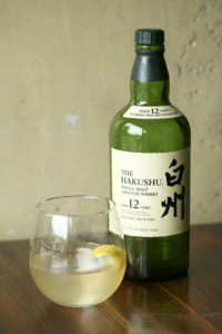 A single oolong tea ice cube slowly changes the flavor profile of the Last Samurai cocktail made with Japanese single malt.