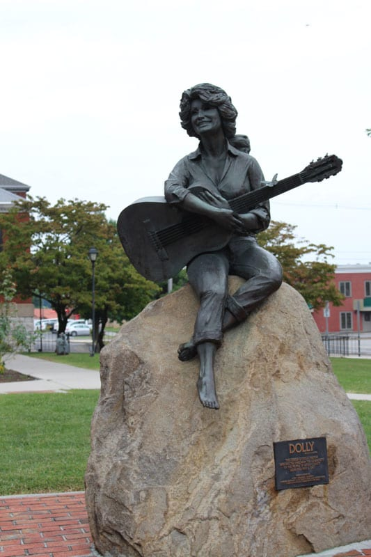 This life-size bronze statue pays tribute to Sevierville's famed former resident, Dolly Parton.