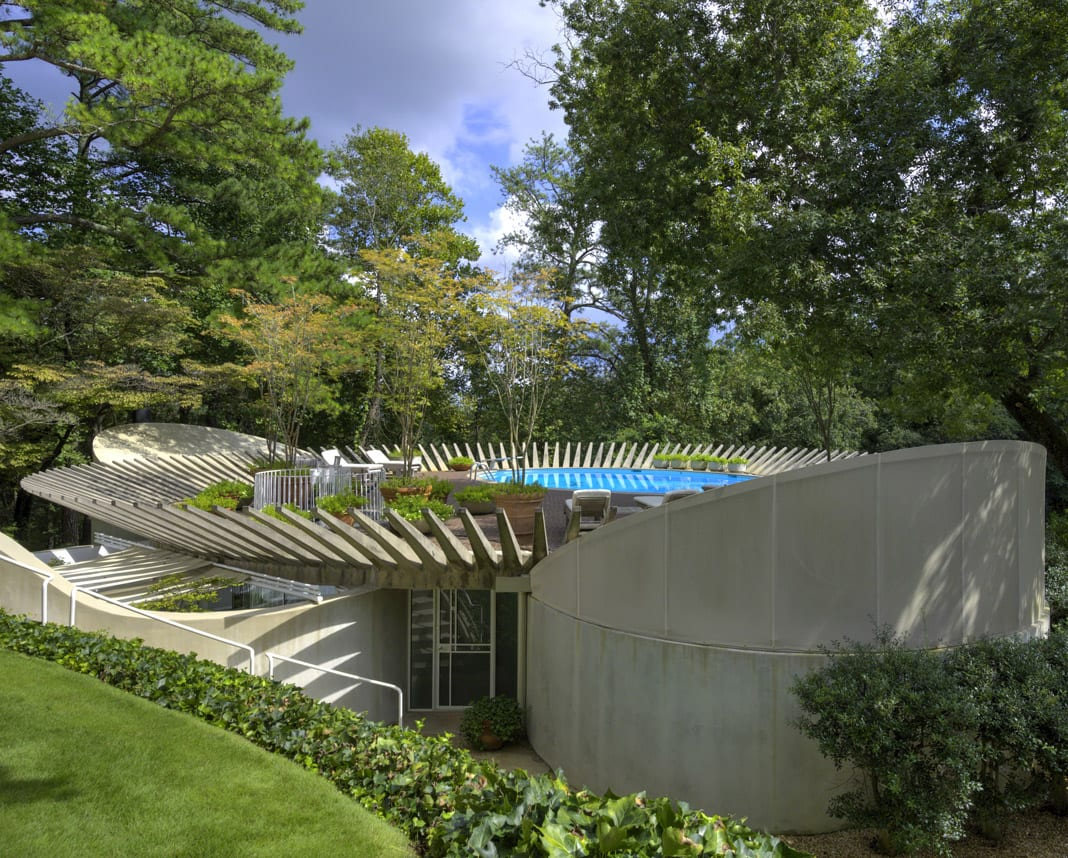 Portman built his modernist Sandy Springs home, complete with separate pool house, in 1964.  Photos: © 2014 Michael Portman, © 2018 The Portman Archives, image by David Naughton images courtesy The Portman Archives